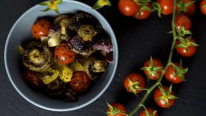 Gegrillte Champignons und Gemüse