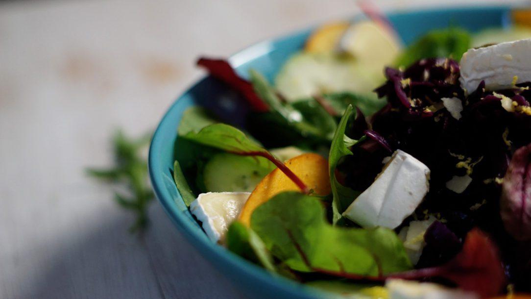 winterlicher-salat-mit-blaukraut