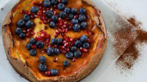 Brownie-Cheesecake mit Heidelbeeren